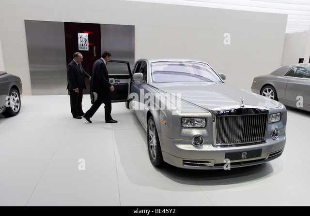 rolls royce a manufacturer at your service All rolls royce makes and models our rolls royce service center performs all rolls royce repairs, maintenance and extended warranty work needed for all makes and modelswe are very familiar with all aspects of service and repair on your latest model to the earliest models on the road.