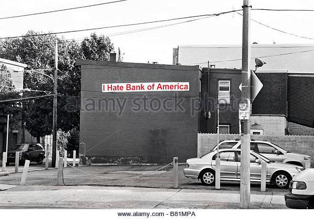 Black & white image of building in Philadelphia, PA, USA with banner saying 'I Hate Bank of America' - Stock Image