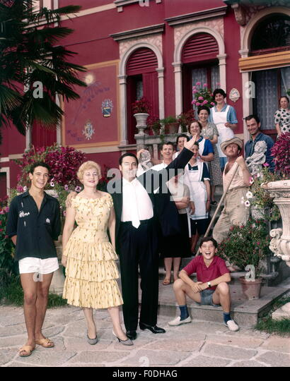 Mario del Monaco, with family and domestics, 1950s - Stock Image