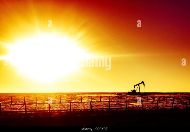 Oil rig in the prairies of Alberta, Canada. - Stock-Bilder