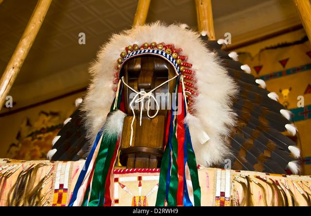 Native American Navajo Indian war bonnet feather headdress being sold as tourist souvenir Rapid City South Dakota - Stock Image