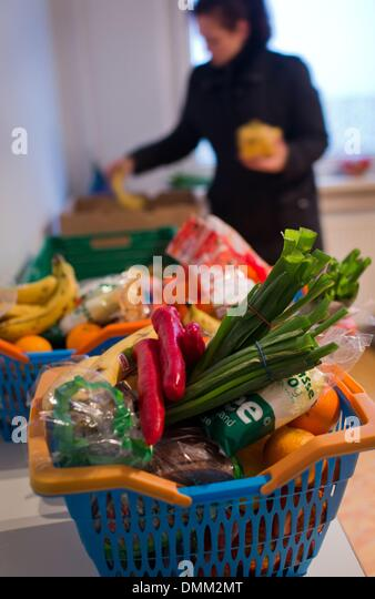 Schwerin, Germany. 04th Dec, 2013. Shopping baskets with groceries stand on tables at the distribution point of - Stock Image