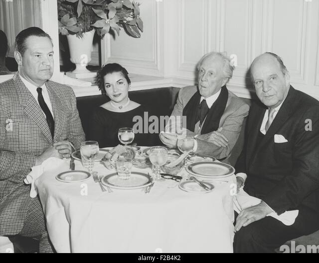 Architects Frank Lloyd Wright and Edward Stone dining out in New York City. Stone Durell was soon to depart for - Stock Image