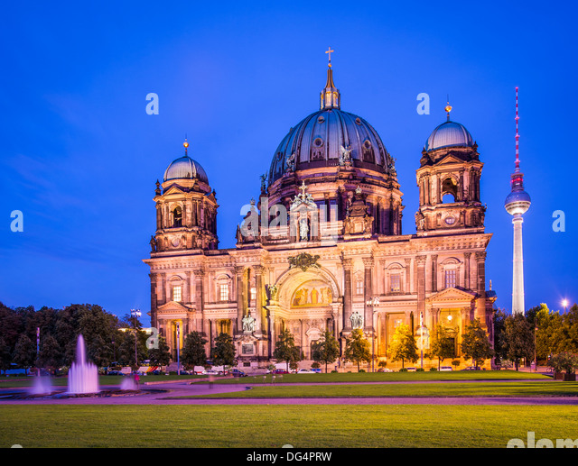 Berlin Cathedral in Berlin, Germany. The church's formation dates back to 1451. - Stock-Bilder