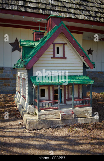 A miniature house in the front of the Cozy Inn restaurant, Thurmont; Maryland. - Stock Image