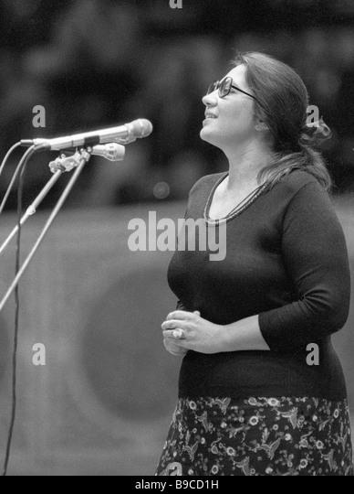 Poetess Larisa Vasilyeva speaks at poetic soiree - Stock Image
