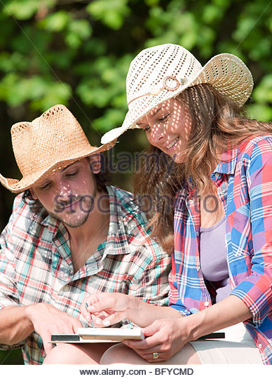 man watching woman paint picture - Stock Image