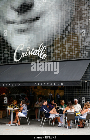 People sitting at Cristallo cafe in the fashionable Rua Oscar Freire street in the Jardins area, Sao Paulo, Brazil. - Stock Image
