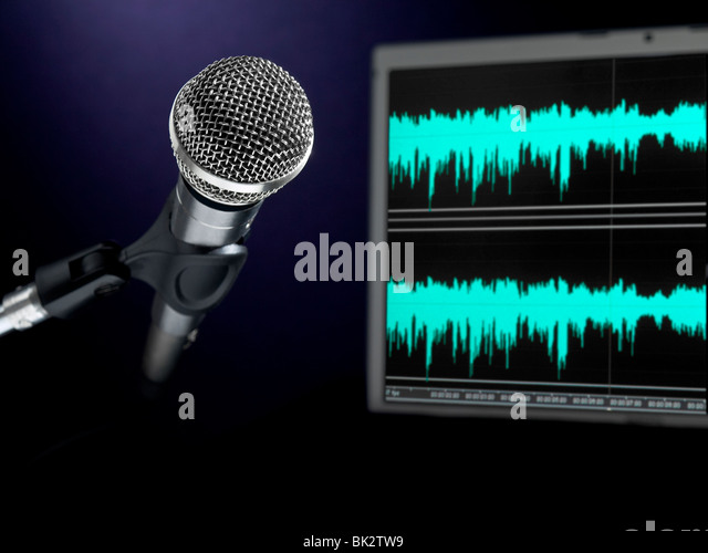 A dynamic microphone and a waveform monitor. - Stock-Bilder