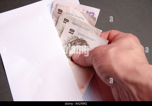 putting cash in envelope - Stock Image