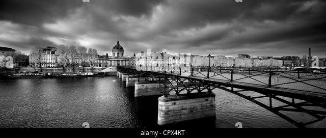 the Pont des Arts, with the Institut de France & Left Bank of the Seine, Paris, France - Stock Image