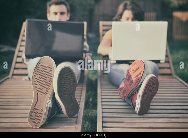 Couple working on laptop - Stock Image