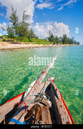 Dhow navigating the coast of Vilanculos in Mozambique - Stock Image