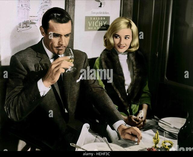 SEAN CONNERY & DANIELA BIANCHI JAMES BOND: FROM RUSSIA WITH LOVE (1963) - Stock Image
