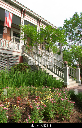Mississippi Vicksburg The Corners Bed and Breakfast Inn Colonial style garden - Stock Image