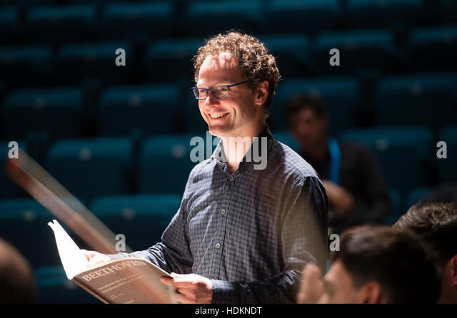 Toby Purser, conductor, and artistic director of the Orion Orchestra, at MusicFest Aberystwyth - Stock-Bilder