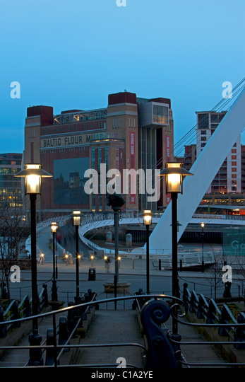 A dusk view of the BALTIC Centre for Contemporary Arts on Newcastle Gateshead Quayside and Gateshead Millennium - Stock Image