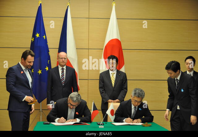 Tokio, Japan. 27th June, 2017. The Czech Republic and Japan signed an agreement under which young people from both - Stock-Bilder