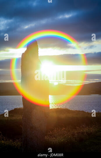 Orkney, Scotland, UK. 21st June, 2017. The sun makes an appearance in the Ring of Brodgar Neolithic monument in - Stock-Bilder