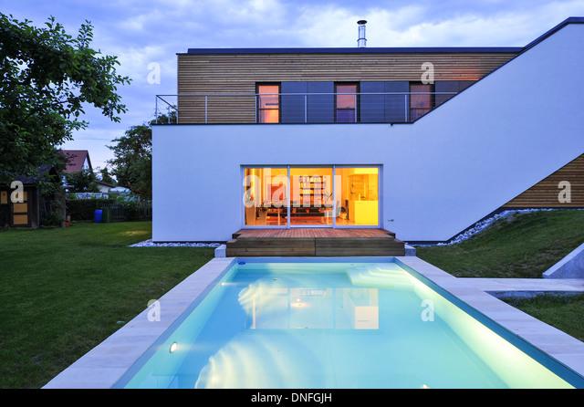 Wohnhaus, Holzbau, Swimming Pool, moderne Architektur, Holzhaus - Stock-Bilder