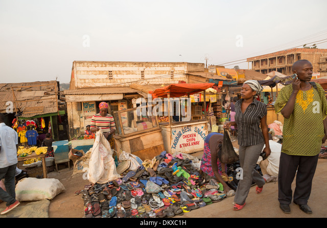 Busy sidewalk in Kampala, Uganda, East Africa. - Stock Image