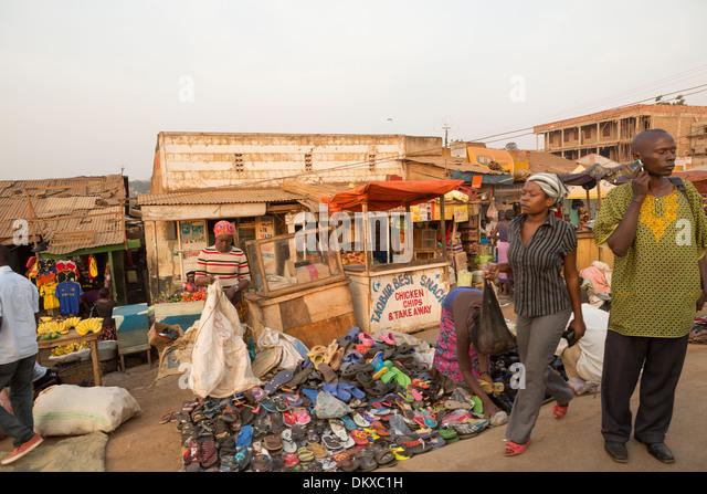 Busy sidewalk in Kampala, Uganda, East Africa. - Stock Image