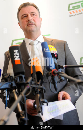Chairman of the German engine drivers union GDL speaks during a press conference in Frankfurt, Germany, 7 March - Stock Image