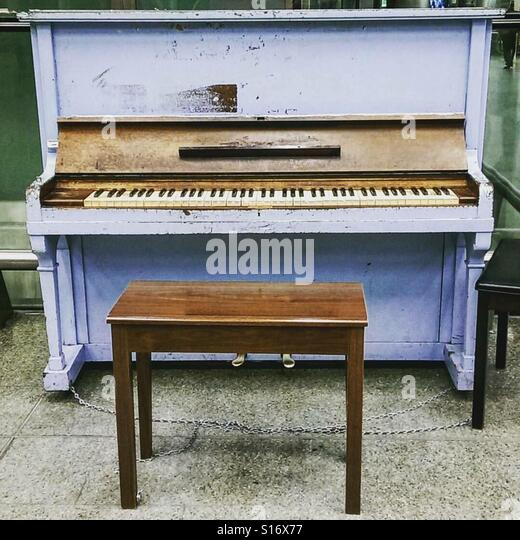 St Pancras piano - Stock-Bilder
