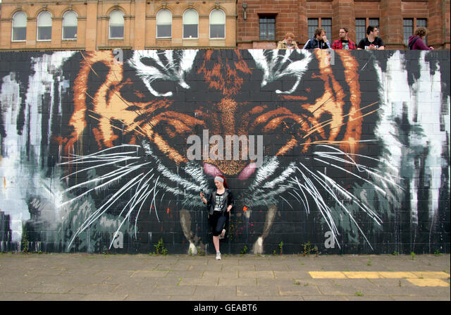 Glasgow, Scotland, UK 23rd July 2016. The Tiger mural on the River Clyde finds itself at the centre of the Pokémon - Stock-Bilder