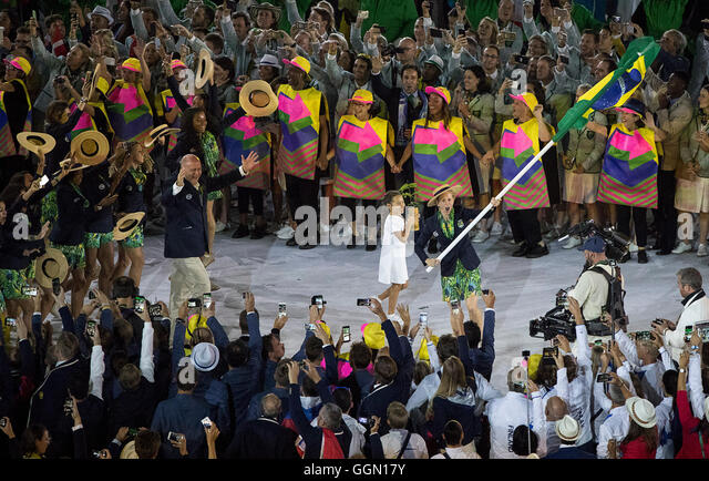 Rio de Janeiro, RJ, Brazil. 5th Aug, 2016. XXXI OLYMPIC GAME OPENING CEREMONY: TEAM BRAZIL enters Maracana Stadium - Stock-Bilder