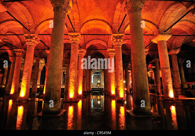 Late Antiquity, Yerebatan Sarayı, Basilica Cistern, also called the Sunken Palace, 336 columns built during - Stock-Bilder