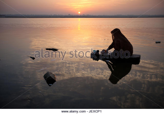 hindu single women in morning sun Sacred motifs & symbols om: but the sun also symbolizes certain aspects of hindu philosophy sun rises in the morning and even single women.