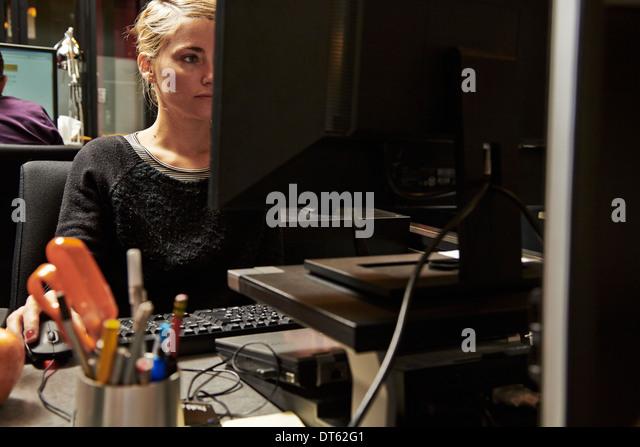 Mid adult woman using computer - Stock-Bilder