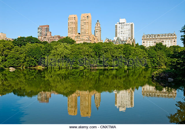 The Lake in Central Park, New York City with Central Park West Skyline. - Stock Image