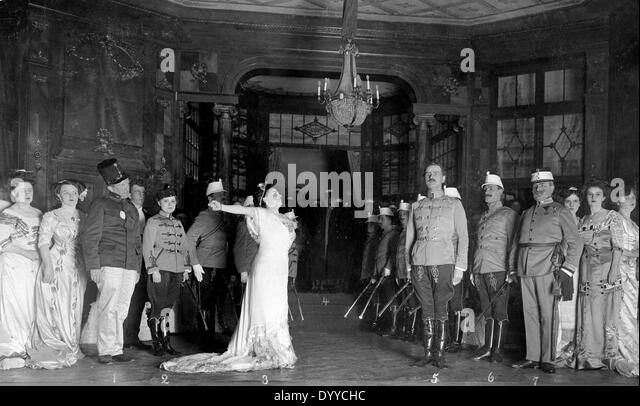 Play 'The Gay Hussars' by Emmerich Kalman in the Berlin Theatre, 1909 - Stock-Bilder