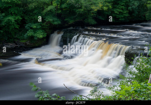The Famous Aysgarth Falls Waterfall (Middle Falls) near Hawes in The Yorkshire Dales National Park, North Yorkshire, - Stock Image