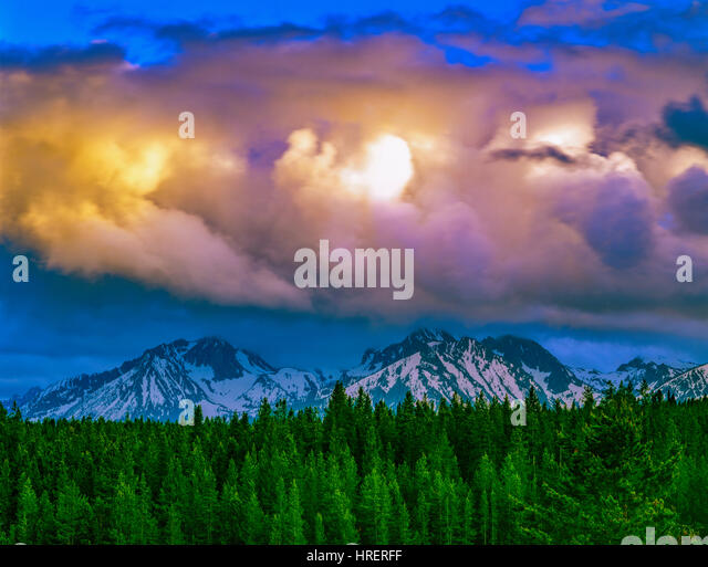 Sunset and Sawtooth Peaks, Sawtooth Wilderness, Idaho Zwtotth National Forest, Sawtooth National Recreation Area - Stock-Bilder