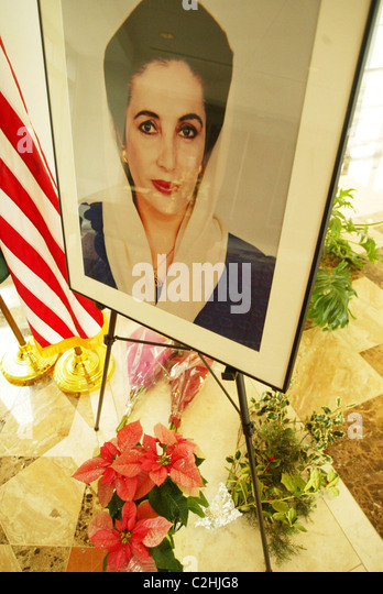 Tribute book signing to Benazir Bhutto, Prime Minister of Pakistan who was assassinated on December 27, 2007, after - Stock-Bilder
