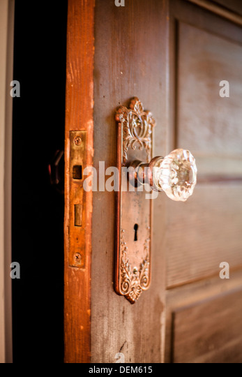how to open a door knob without a keyhole