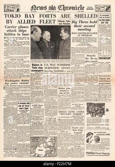 1945 News Chronicle front page reporting Potsdam Conference and Tokyo Bay Shelled By US Navy - Stock Image