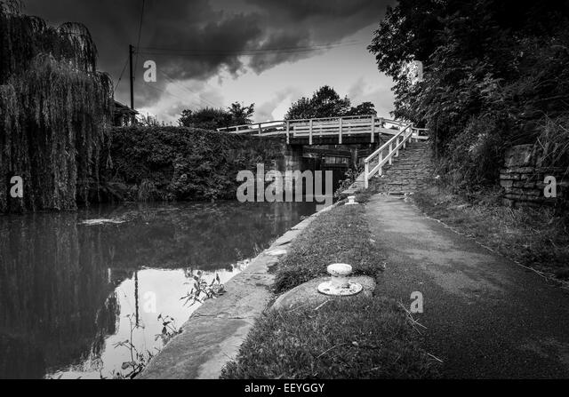 Tow path on river with lock - Stock-Bilder