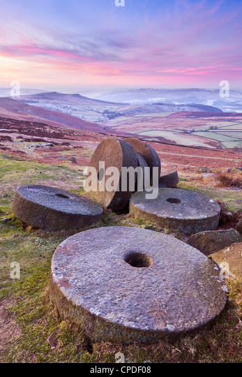 Stanage Edge wheelstones (millstones) and frosty winter moorland sunrise, Peak District National Park, Derbyshire, - Stock Image
