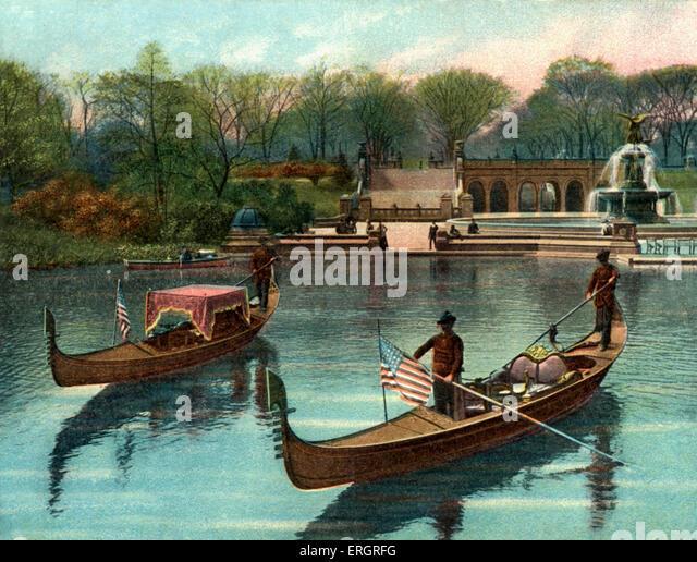 New York City, USA: gondolas with American flags on the lake in Central Park. Dvorák.  Bethesda Fountain in - Stock-Bilder