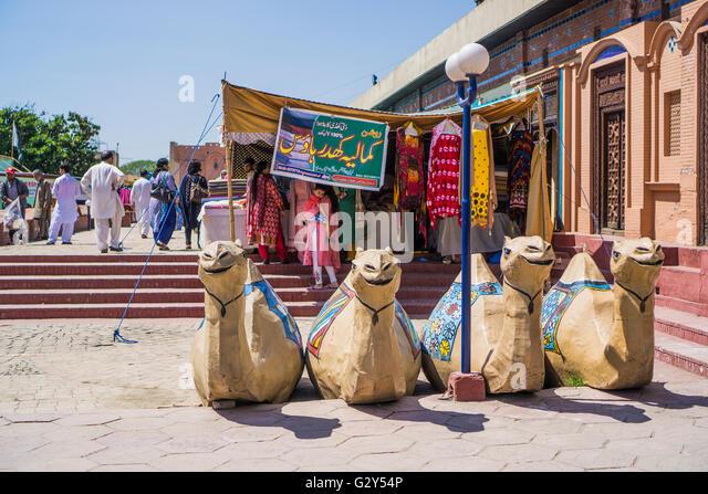 Camel statues in Islamabad market - Stock-Bilder