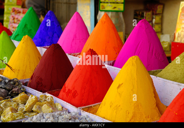 India, Karnataka, Bijapur, dye array on market - Stock-Bilder