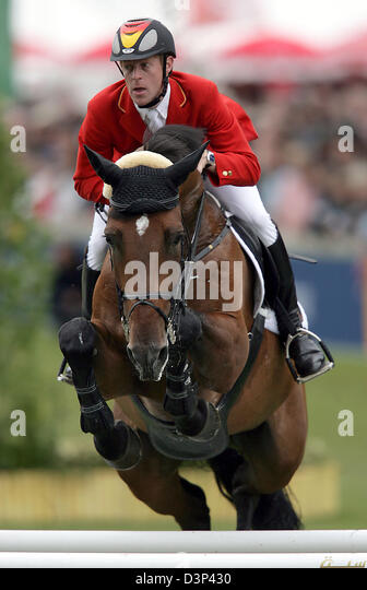 Noltes Küchengirl Pferd ~ male showjumper and horse stock photos& male showjumper and horse stock images alamy