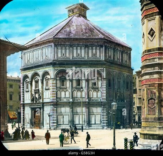 Gegenüber dem Campanile Giottos liegt das Baptisterium, eine Taufkirche romanischen Stiles, Johannes dem Täufer - Stock Image