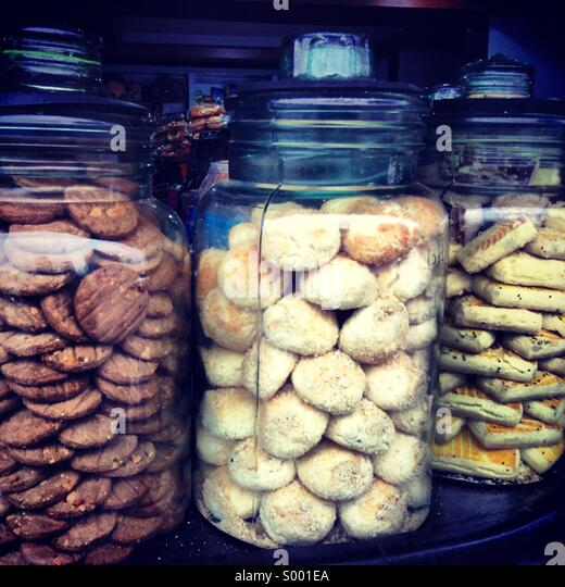 Sweet cookies in glass jar displayed in a bakery - Stock Image