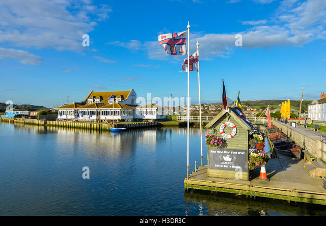 West Bay, Dorset, UK. 6th Oct, 2016. UK Weather. Glorious late afternoon autumn sunshine bathes The Riverside Restaurant - Stock Image