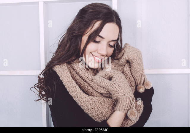 Cute girl in winter outfit posing for the camera - Stock-Bilder